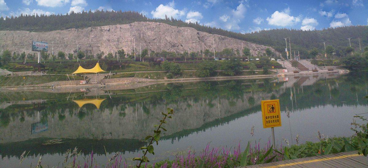 天鹅湖公园边坡绿化修复