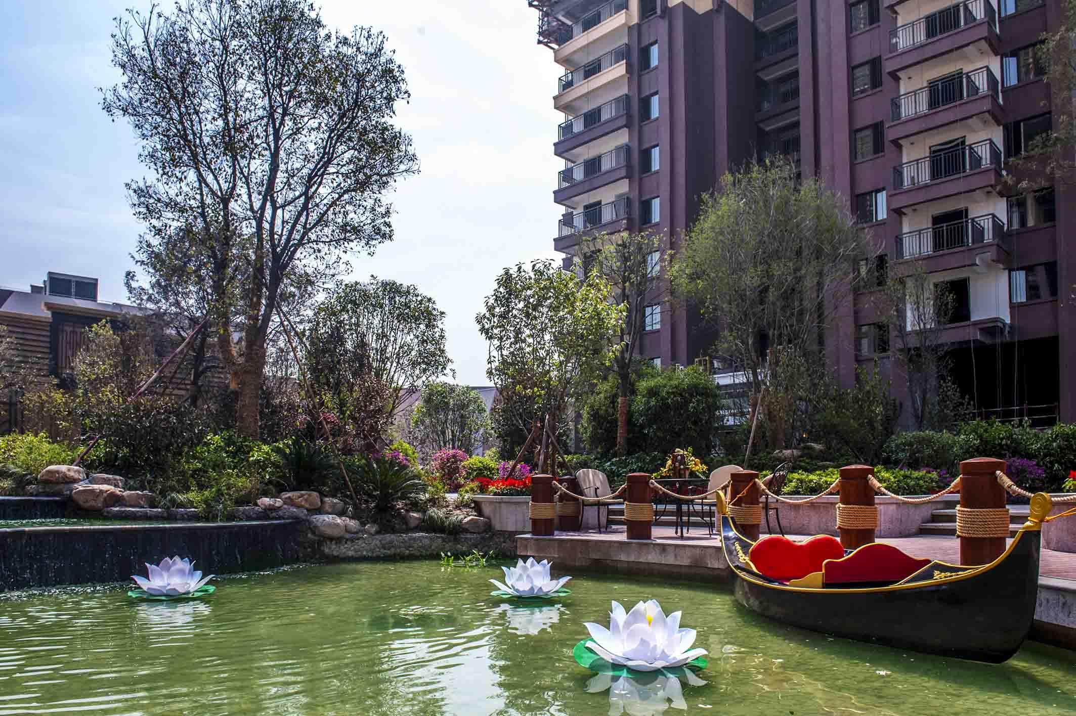 荆门万达广场金街样板段、C区样板段ballbet贝博登陆景观绿化工程